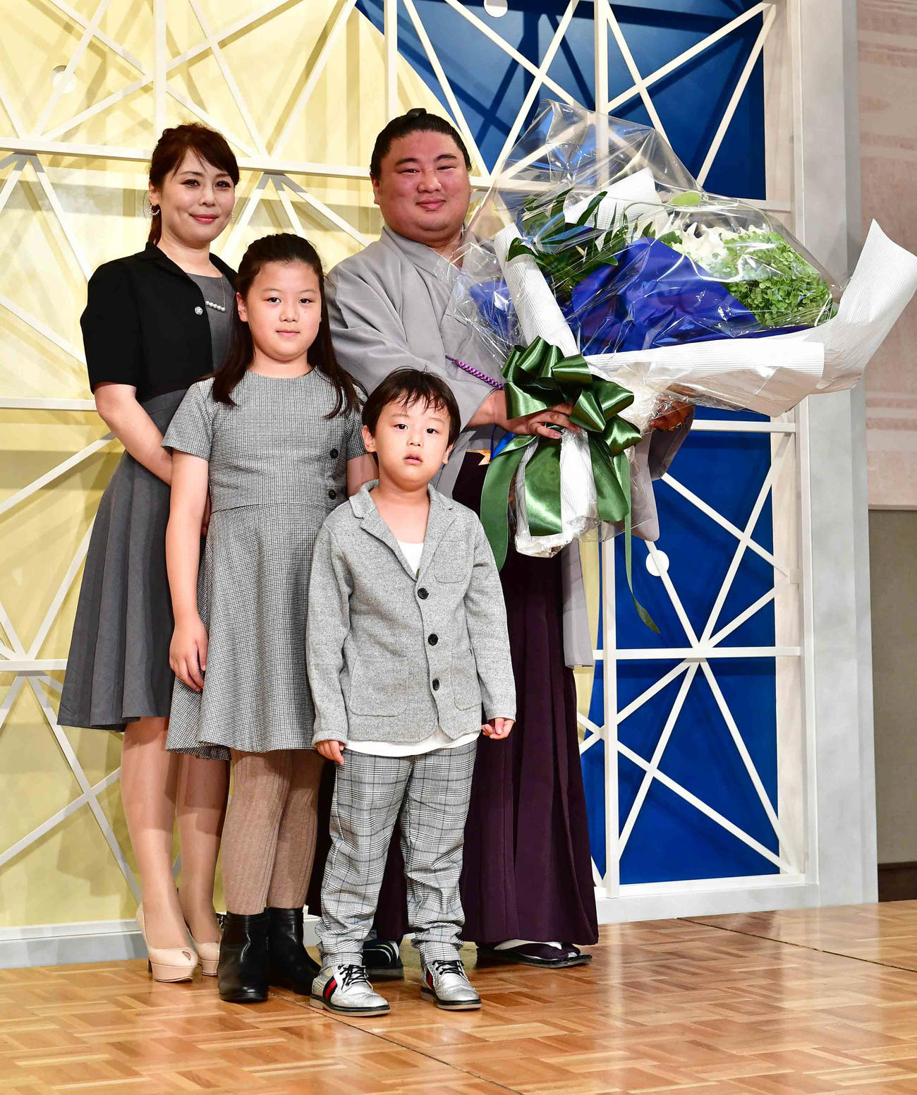 元関脇「嘉風」離婚調停中のサロン妻、娘への虐待騒動