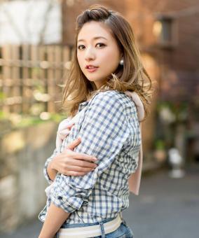 AAA伊藤千晃が黒い実業家恵藤憲二とデキ婚