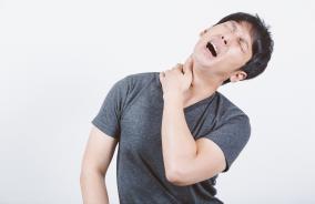 ターゲットを殺さずに1か月間激痛を与える方法