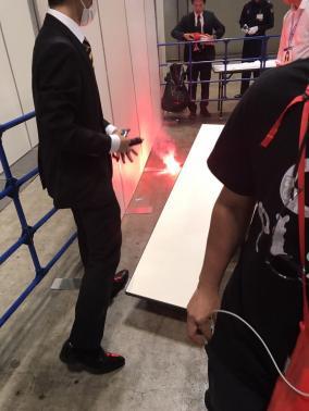 欅坂46握手会でオタが発煙筒投げ込み逮捕
