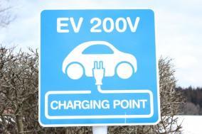 【完全合法】電気自動車の無料充電ステーション