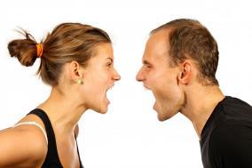 クリニック 元婚約者を訴えることにメリットがあるかどうか教えて欲しい