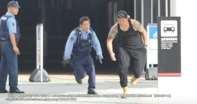 警察官の前で白い粉を落としたYouTuber西坂大治逮捕