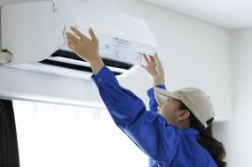 エアコンクリーニングは個人で十分! ~業者お勧めの洗浄剤と掃除方法~