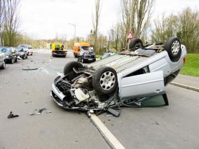 破損した車を自動車保険で修理しても保険等級が下がらない方法