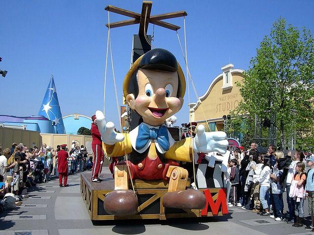 ディズニーランドのパレード