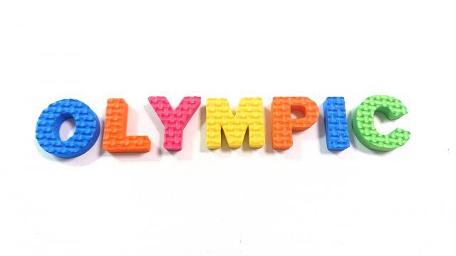 OLYMPICと書かれたカラフルなロゴ